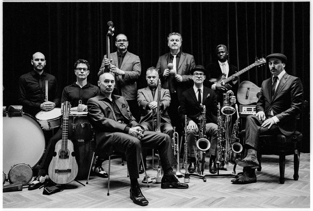 New Cool Collective ft Mark Reilly © Maarten van der Kamp
