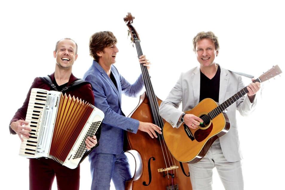 Trio Twisp-Onstuimig-vrolijk-gezellig-op-het-Red-Light-Jazz-2019-festival.-page