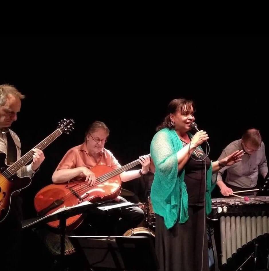 ZANDSCAPE-ft.-DEBORAH-CARTER-op-het-Red-Light-Jazz-artiesten